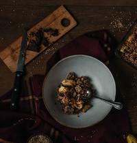 Crumble sésame, poire, chocolat