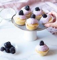 Cupcakes au citron, chantilly mûres & fromage frais