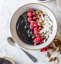 Dark smoothie bowl par @menthe_banane