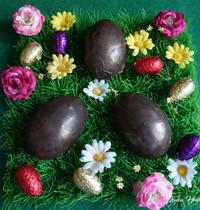 Demi-oeufs au chocolat fourrés poire & caramel  {vegan - sans gluten - IG bas }