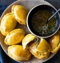 Empanadas au boeuf & sauce chimichurri