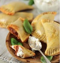 Empanadas au fromage frais et chutney d'oignon