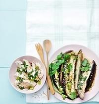 Filets de poulet et aubergines vapeur au sésame grillé, sauce soja et oignons nouveaux