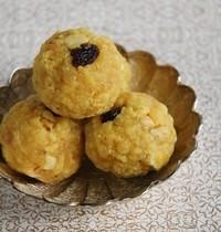 Gâteau de farine de pois chiche (Boondhi Laddoo)
