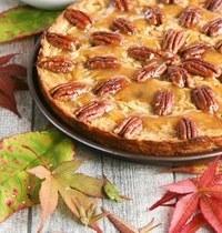 Gâteau moelleux pommes, noix de pécan et caramel végétal