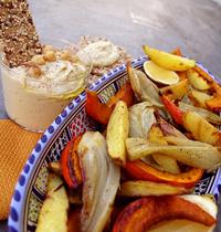 Légumes d'automne rôtis aux épices douces, houmous maison