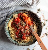 Linguine en sauce et graines rôties