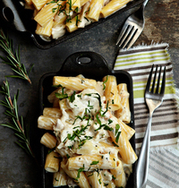 Mac 'n' cheese with roast chicken, rosemary and goat cheese
