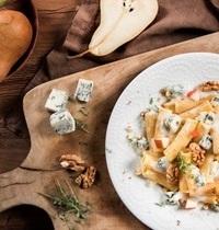 Macaronis au gorgonzola, poires, noix et thym