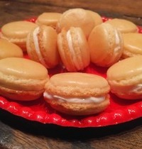 Goat cheese and honey macarons