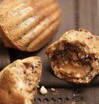 Madeleines aux pépites de chocolat, amandes et caramel au beurre salé