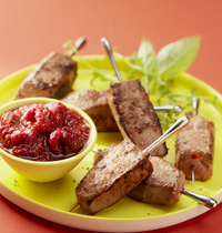Mini skewers of veal liver with raspberry chutney