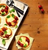 Mini-pizzas aux tomates-cerise et basilic