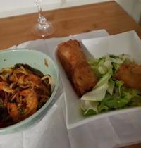 Nems au porc et nouilles aux crevettes épicées