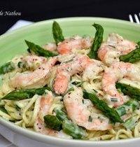 Nouilles chinoises aux crevettes et asperges vertes, sauce crémeuse à l'échalote et moutarde...