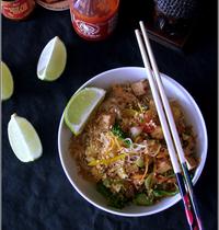 Nouilles de Riz Sautées au Tofu & Légumes, Façon Pad Thaï