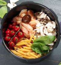 One pot pasta penne, poulet, champignons et basilic