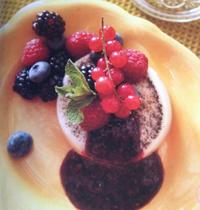 Panna cotta à la vanille et aux fruits rouges