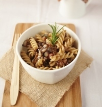 Whole-wheat pasta with radicchio and slab bacon lardons