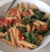 Penne pomodori e baby spinaci