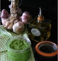 Pesto aux Fanes de Radis & aux Amandes