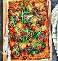 Pizza au jambon cru et fromage