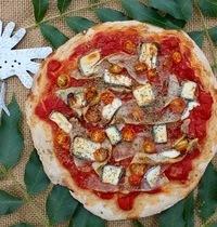 Pizza aux tagliatelles de courgettes, tomates cerises et chèvre cendré