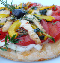Quick pita pizza with chicken and ricotta