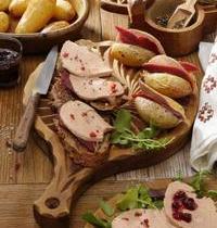 Pommes de terre en robe des champs au magret séché et foie Gras