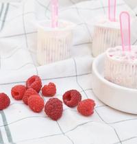 Raspberry yogurt Popsicles by Carnet Prune