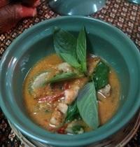 Poulet au curry rouge et à la noix de coco | kang ped gai