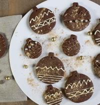 Sablés boules de Noël au chocolat et cannelle