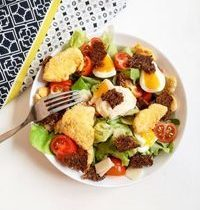 Salade César Allégée au Poulet Croustillant, Croûtons Complets & Sauce Light