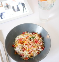 Salade de blé, graines de grenade et radis noir