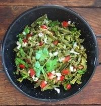 Salade de nopales (Feuilles de cactus) par Mercedes Ahumada