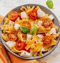 Salade de pâtes aux tomates rôties & mozza