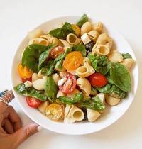 Salade de Pâtes Semi-Complètes, Méli Mélo de Tomates Cerises & Feta
