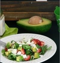 Salade de Roquette aux Fraises, à l'Avocat & au Chèvre Frais, Vinaigrette au Miel