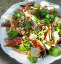 Salade figue jambon de parme chèvre noisette