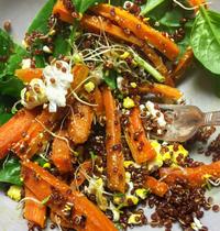 Salade quinoa carotte rôties fêta épinards