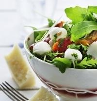 Salade tricolore aux poivrons et mini mozzarella