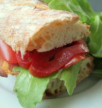 Sandwich BLT (bacon, laitue et tomate)