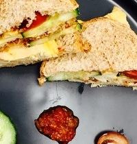 Sandwich, Poulet, Cheddar et chutney de tomate, gingembre & piment d'espelette