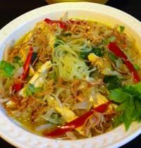Soupe de poulet aux vermicelles à l'indonésienne