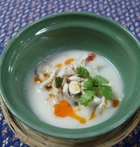Soupe de poulet galanga à la crème de noix de coco | tom kha gai