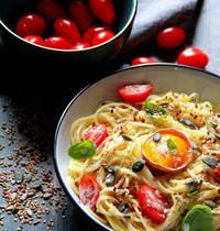 Spaghettis à la crème, graines et oeufs