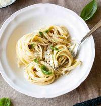 Spaghettis cacio e pepe (sauce pecorino & poivre, à la romaine)