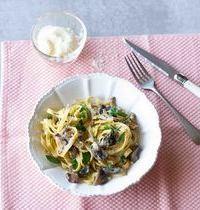 Tagliatelles aux champignons, crème & herbes fraîches