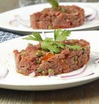 Tartare de boeuf aux câpres et tomates confites