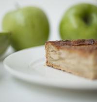 Tarte aux pommes granny comme un gâteau caramelisé